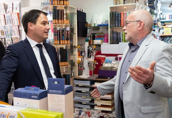 Besuch bei Büroprofi Novosel:  Thomas Novosel mit LH-Stv. Michael Schickhofer. Foto: Michael Schnabl