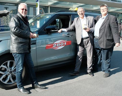 Karlheinz Winkler und Fardin Tabrizi besuchten am Faschingdienstag Taxistände in Graz und verteilten Kaffee und Krapfen.