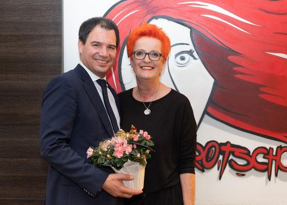 Besuch bei Friseur Rotschopf: Christine Gauster mit LH-Stv. Michael Schickhofer. Foto: Michael Schnabl