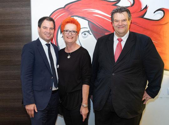 Besuch bei Friseur Rotschopf: Christine Gauster mit LH-Stv. Michael Schickhofer und SWV-Präsident Karlheinz Winkler. Foto: Michael Schnabl
