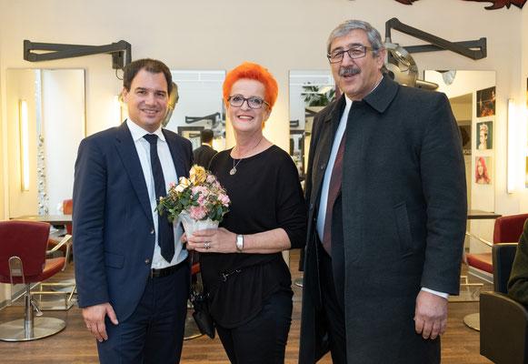 Besuch bei Friseur Rotschopf: Christine Gauster mit LH-Stv. Michael Schickhofer und SWV-Vizepräsident Fardin Tabrizi. Foto: Michael Schnabl