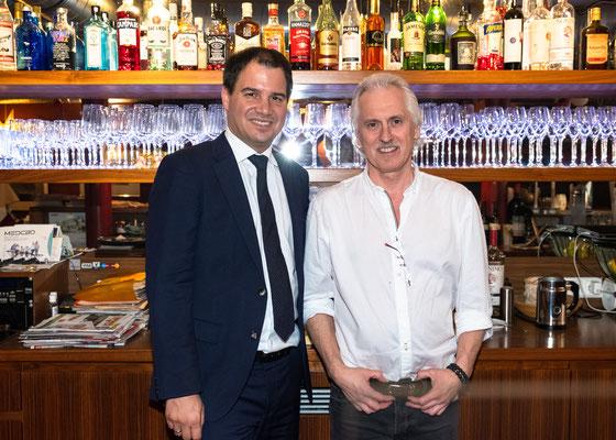 """Besuch im Restaurant """"Casa Venti"""": Gerhard Zirngast mit LH-Stv. Michael Schickhofer. Foto: Michael Schnabl"""