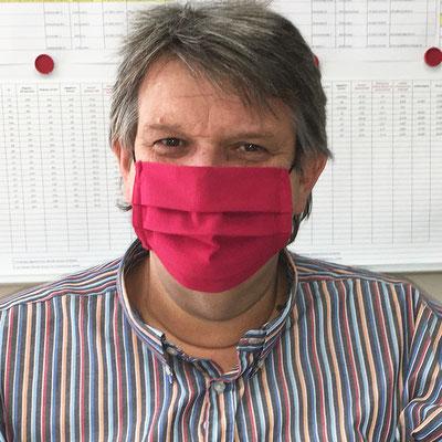 SWV-Präsident Karlheinz Winkler mit einer Schutzmaske von Angela Faullend