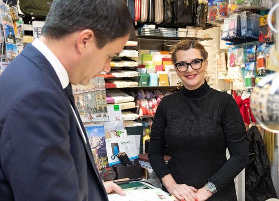 Besuch bei Büroprofi Novosel: Tatjana Novosel mit LH-Stv. Michael Schickhofer. Foto: Michael Schnabl