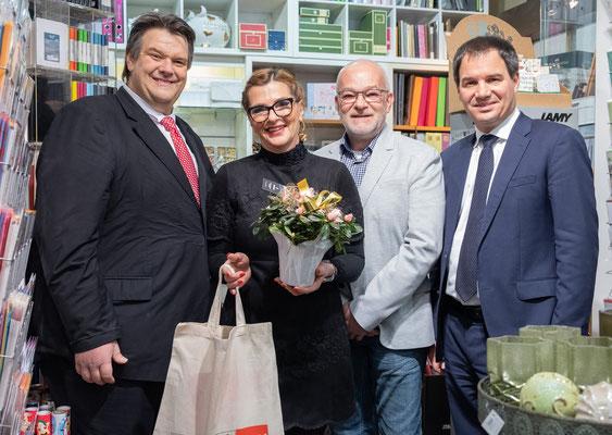 Besuch bei Büroprofi Novosel: Tatjana und Thomas Novosel mit LH-Stv. Michael Schickhofer und SWV-Präsident Karlheinz Winkler. Foto: Michael Schnabl