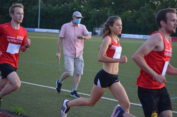 Johanna läuft 3000m bei den schnellen Männern mit...