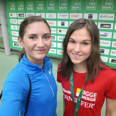 Treffen mit Gesa Krause beim PSD Bank Indoor Meeting in der Dortmunder Leichtathletik Halle: Johanna war zuvor Kreisrekord über 1500m gelaufen