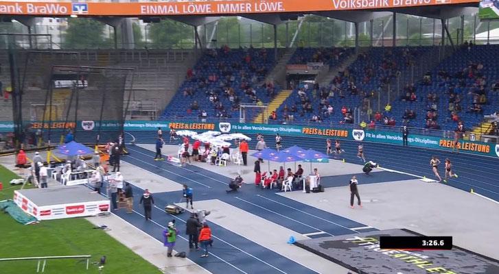 Auf Platz 8 geht Johanna auf die letzten 350m.
