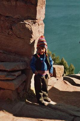 Kleiner Junge am Titikakasee - Peru