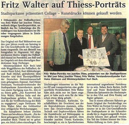 Übergabe der Collage an Fritz Walter