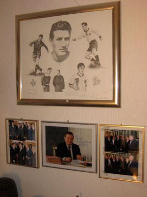 Diese Collage hängt im Fritz Walter Museum in Kaiserslautern.