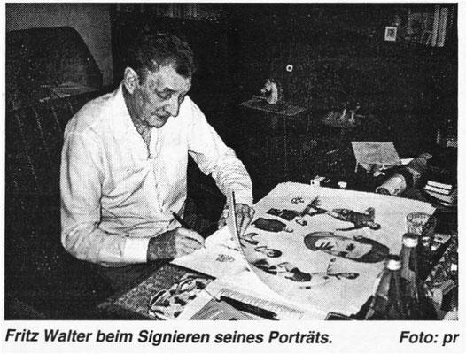 Fritz Walter signiert sein Portrait
