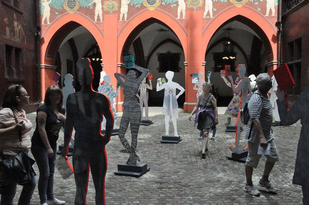 Figuren im Innenhof