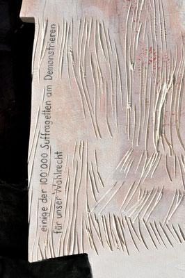 Detail: einige der 100'000 Suffragetten am Demonstrieren für unser Wahlrecht
