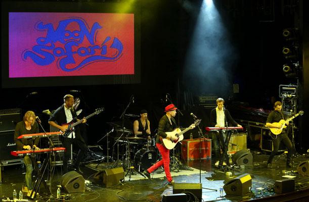 Moon Safari im Stardust-Theater, vlnr Simon Åkesson, Johan Westerlund, Michael Israelsson, Petter Sandström, Sebastian Åkesson, Pontus Åkesson