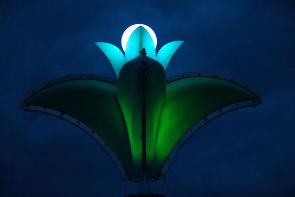 Lampe an Deck, abends mit Beleuchtung