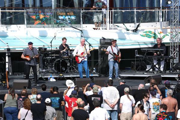 Caravan auf der Pool-Stage