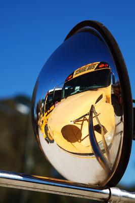 Lafayette - Schulbus-Spiegelung gespiegelt