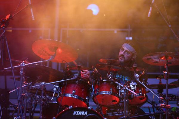 Mike Portnoy von der Neal Morse Band, hier beim Chris Squire Tribute