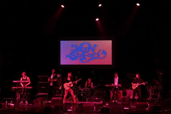 Moon Safari im Stardust-Theater, vlnr Simon Åkesson, Johan Westerlund, Petter Sandström, Michael Israelsson, Sebastian Åkesson, Pontus Åkesson