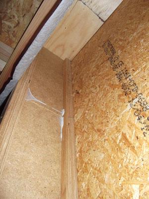 Fixation panneaux de bois (OSB) sur ossature bois non conforme : les agrafes ne pénètrent pas le bois d'ossature