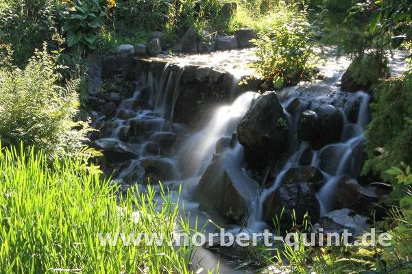 Kassel     Bergpark Wilhelmshöhe - Nebenwasserfall