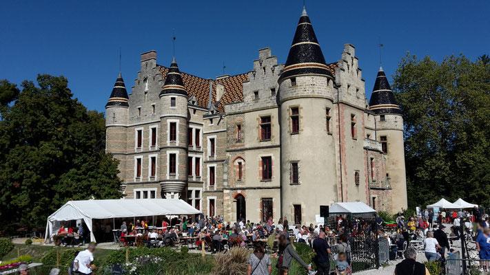visiteurs au château de Pupetières