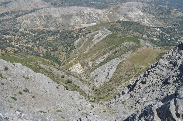 Aussicht vom Gipfel zum Weg über die Zas-Quelle