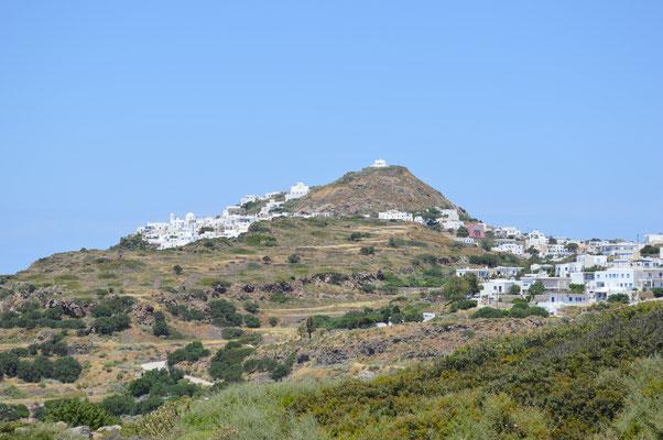 Plaka mit dem Kastro-Hügel