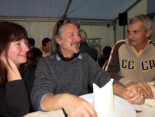 Daniel Hagemeier und Monika Hagemeier diskutieren Weltreisen