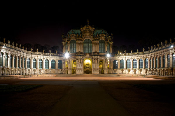 Dresdner Zwinger by night