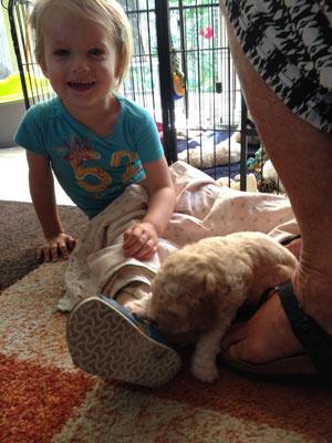 visite van een kleinkind van de buurvrouw
