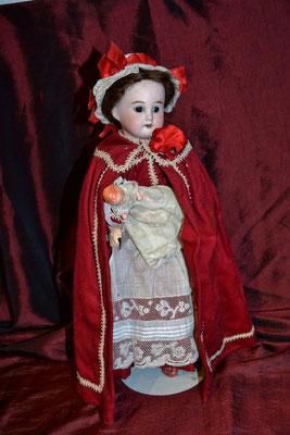 Poupée en costume de nourrisse 1900