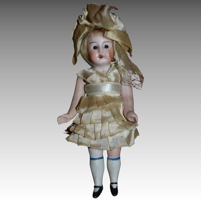 poupée allemande en biscuit