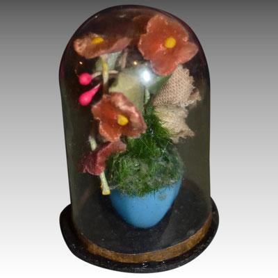 bouquet de fleurs sous globe