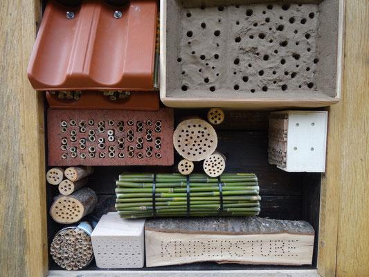 Beispiel für gute Insektennisthilfen (Gerhard Schaad)
