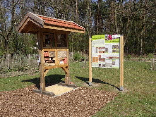 Insektennistwand im NABU Garten an der Landwehr in Meppen (Gerhard Schaad)