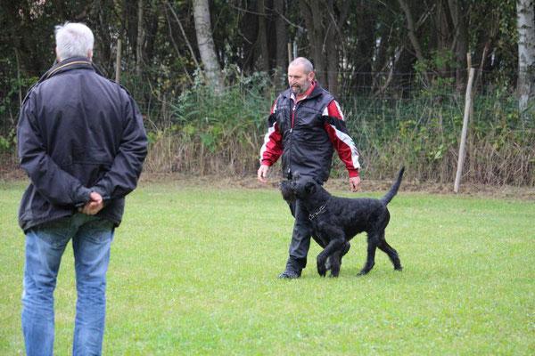Uwe Jannasch mit Bonny vom Hatzbachtal (Füllhund bei der BH)