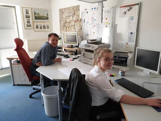Praktikantin mit unserem Herrn Kling - Interesse als Bauzeichnerin