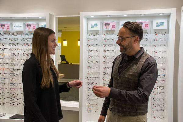 Kompetentes Beratungsgespräch beim GlasHaus - dem optiker.