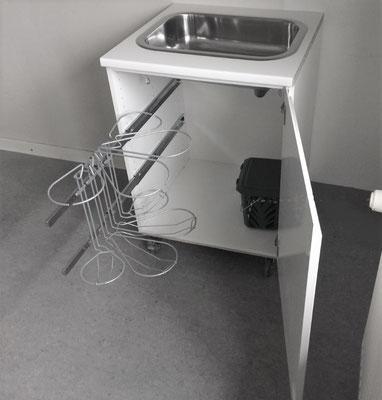 affaldssorteringssystem bestående af affaldsstativer til køkken på en udtrakskinne. Prisen er på vej