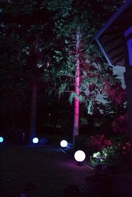 Leuchtbälle & LED Flächenfluter mieten