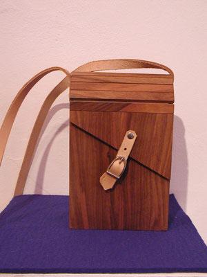Handtasche aus Nussbaum