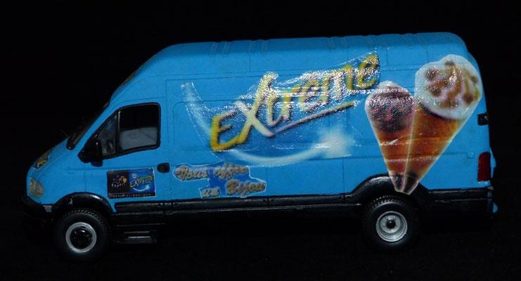 RENAULT MASCOT GLACES NESTLE EXTREME     Caravane Tour de France 2006
