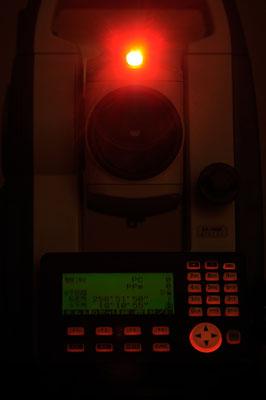 帰宅後、トータルステーションのレーザーポインターを「ガイドランプ」に変更しました