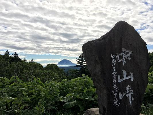 帰りに中山峠から、羊蹄山を振り返ってみる