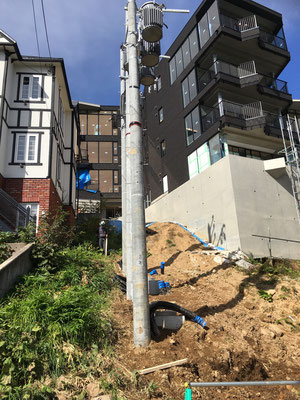 先ほどの図面の階段がこの斜面に作られる?!ひょえぇぇ