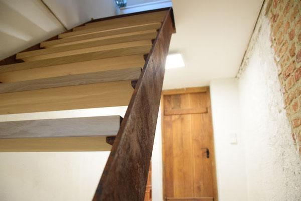Treppe aus Cortenstahl mit Eichenstufen