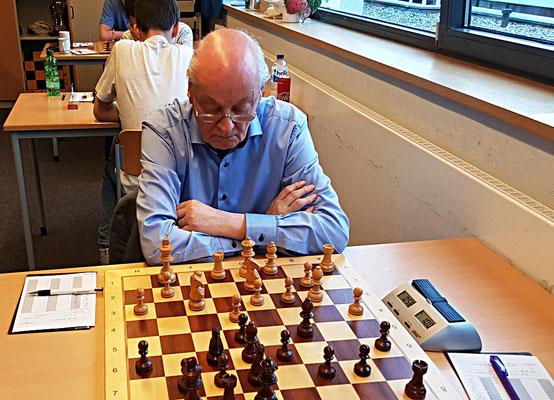 18. Mai 2018 - 6. Runde: Fritz Fegebank stets konzentriert und die Ruhe selbst  - Foto © Wofgang Wilke