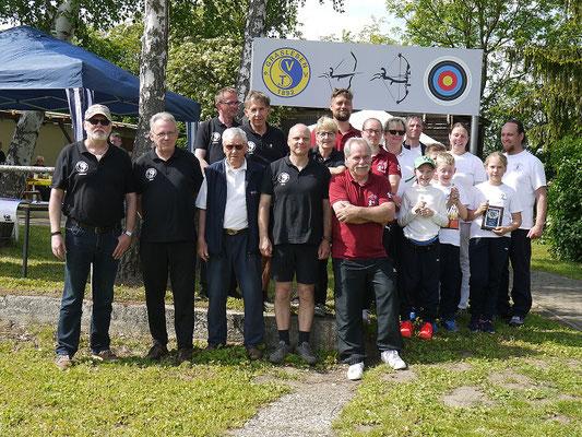 Die Platzierten der Kreismeisterschaft, mit weißem Shirt die Sportler des TSVG